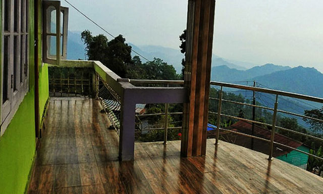 Hornbillnest Homestay balcony image at Latpanchar