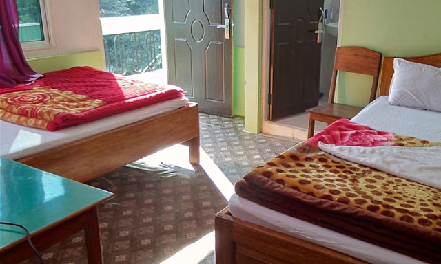 Mukhia Homestay bed room image at Sittong