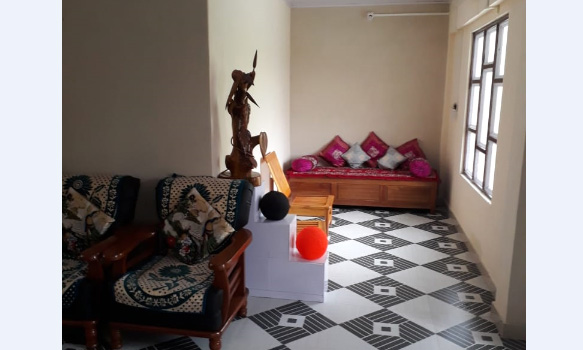 Jhalong-Peren-Bindu-Meeyang-Homestay-Paren-drawing-room