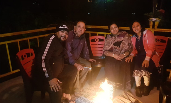 Jhalong-Peren-Bindu-Meeyang-Homestay-Paren-guests-enjoying-camp-fire