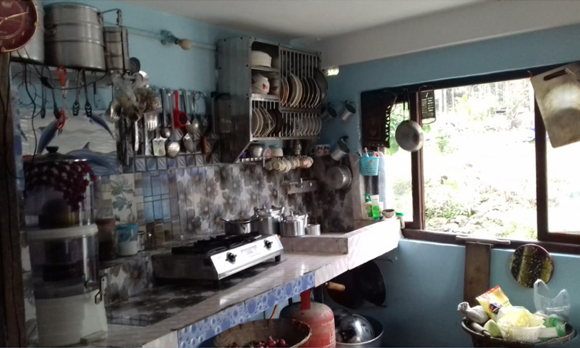 Namrata homestay kitchen image at rocky island near sumsing